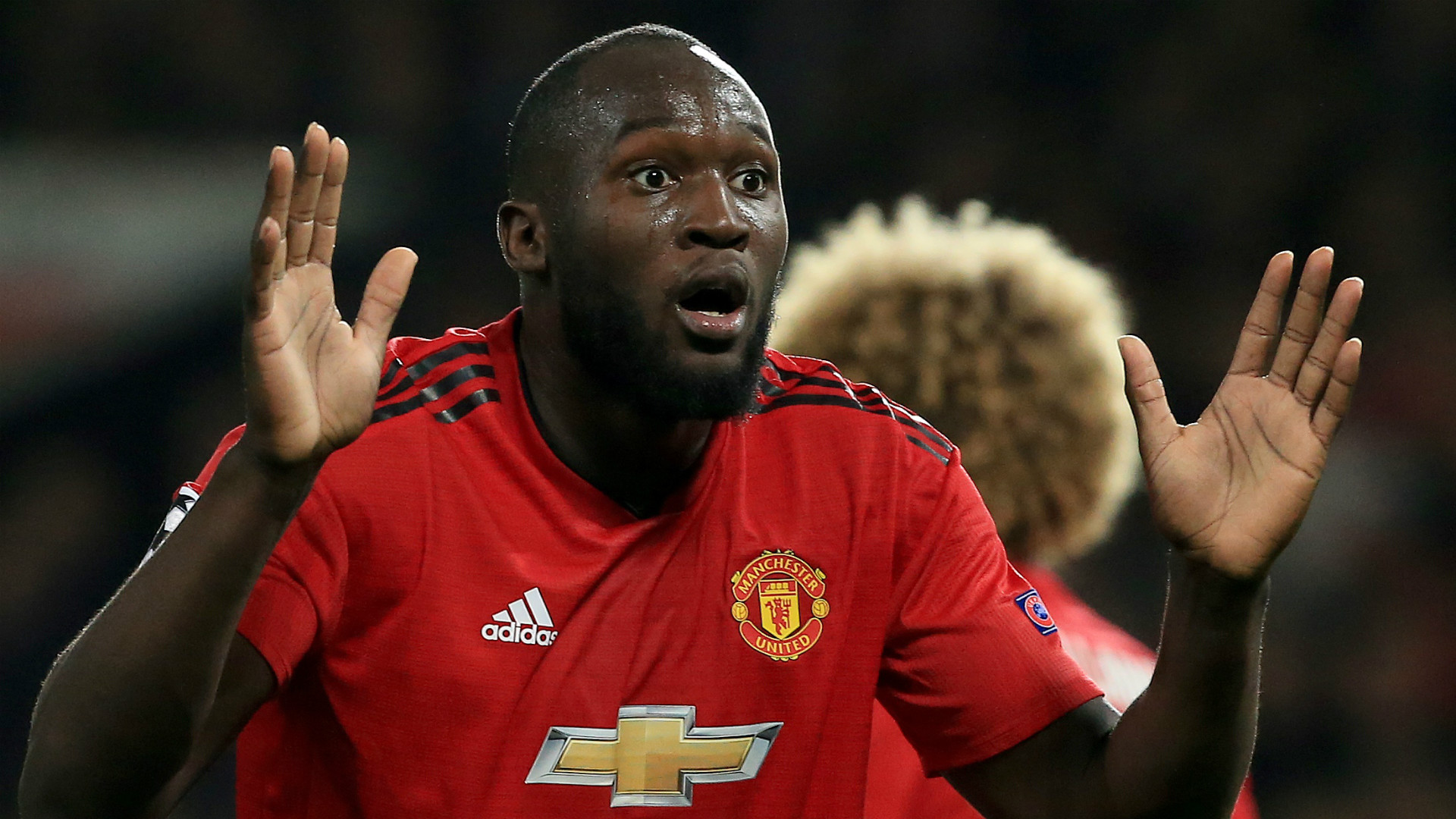 La star du football Lukaku marque un but sur le
